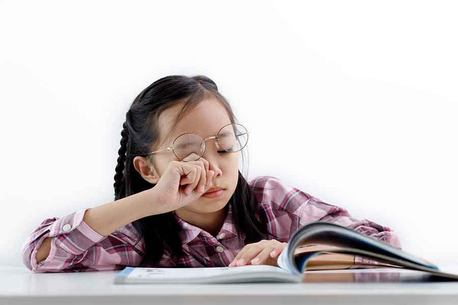 common symptoms of myopia
